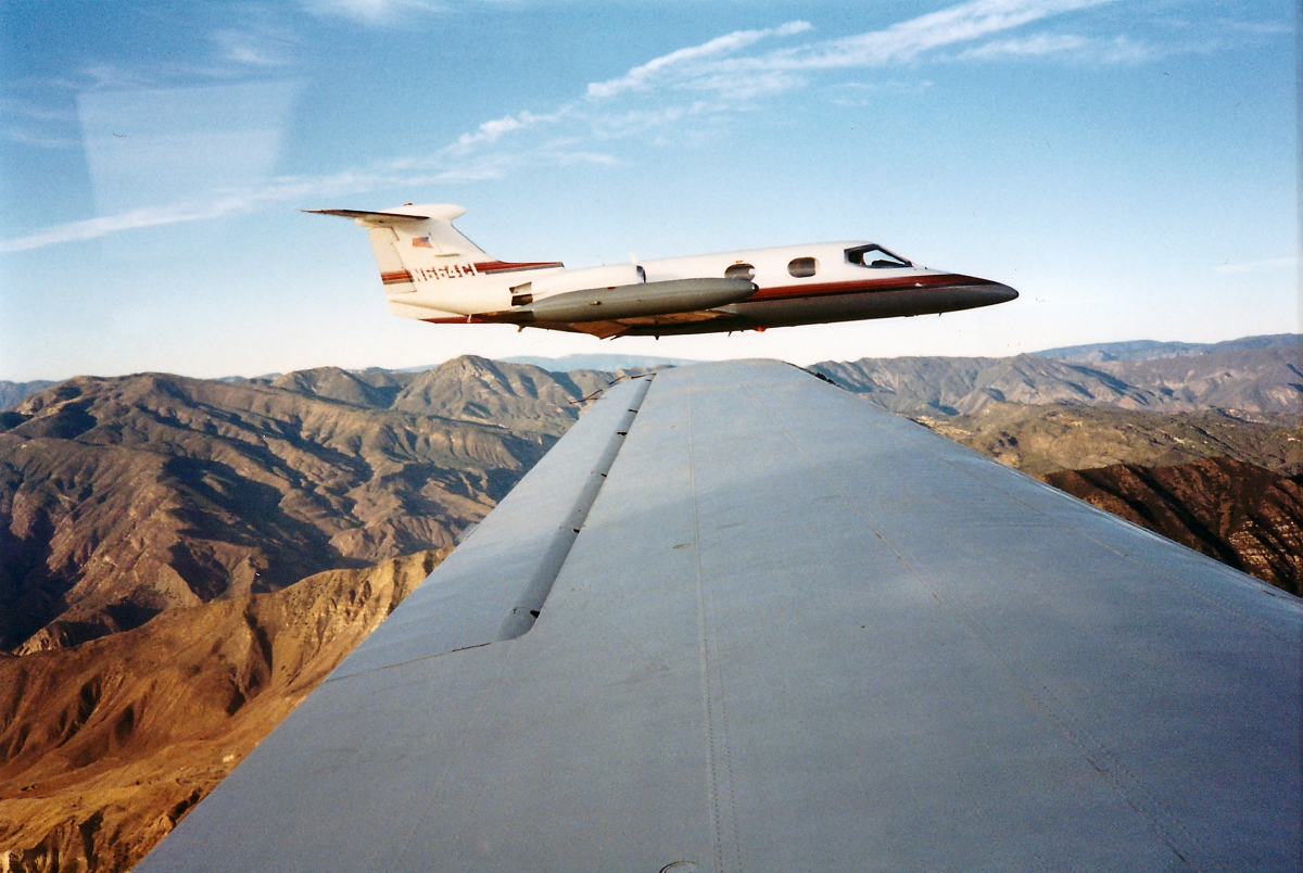 n664cl_learjet-24_during-flight_over-mountains_1
